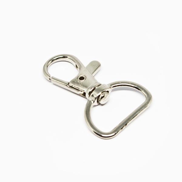 Metal karabinhage, kan bl.a. bruges til halssnor/lanyard. Mål: 39 x 20 mm. 100 stk. pr pose. Fra RD Data