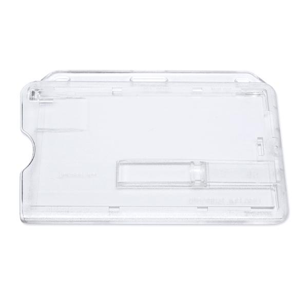 Transparent frosted kortholder i hård plast til 1 kort, horisontal.  Kortholderen kan forsynes med halssnor, seleclips, yoyo m.m. Kortholderen er forsynet med skyder, for hurtig udtagning af kortet fra holderen. Særlig velegnet til berøringsfri kort, chip
