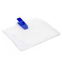 Horisontal kortholder i blød, blank, transparent plast med blå mini plastclip. Passer til standard kort str. 86 x 54 mm. Stort udvalg i plastkort og kortholdere hos RD Data